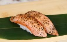 黑椒三文鱼寿司图片