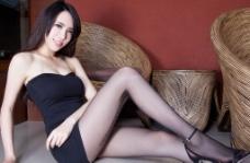 亚洲黑丝腿模图片