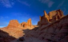 托木尔大峡谷图片