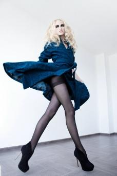 烟熏妆黑丝美腿模特图片