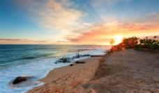 霞光中的海滩图片