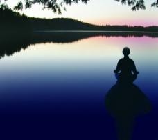 宁静湖面图片