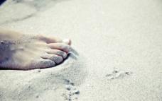 唯美沙滩脚丫图片